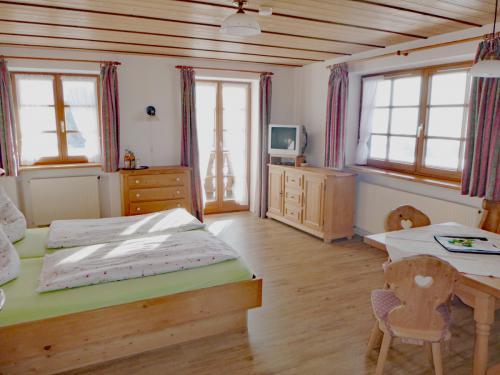 Zimmer 1: Wohn-Schlafbereich