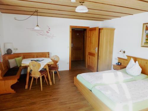 Zimmer 1: Zugang übers Zwischenzimmer