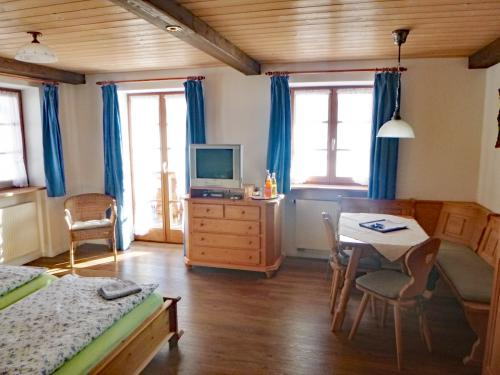 Zimmer 2: Wohnen und schlafen mit bayerischen Ambiente